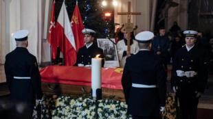 Le cercueil du maire de Gdansk Pawel Adamowicz lors de ses funérailles officielles ce samedi 19 janvier en Pologne.