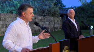 Juan Manuel Santons, le président colombien (g.) et le vice-président des Etats-Unis Mike Pence lors d'une conférence de presse commune, en Colombie.