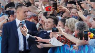 Владимир Зеленский у здания Верховной Рады, 20 мая 2019