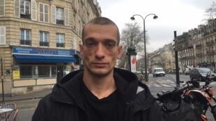 Петр Павленский в Париже 16 января 2017 года