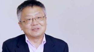 美籍华裔学者黄靖资料图片