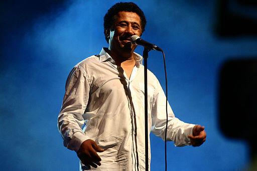 El cantante argelino Khaled durante un concierto en Orán, Argelia, en 2011.