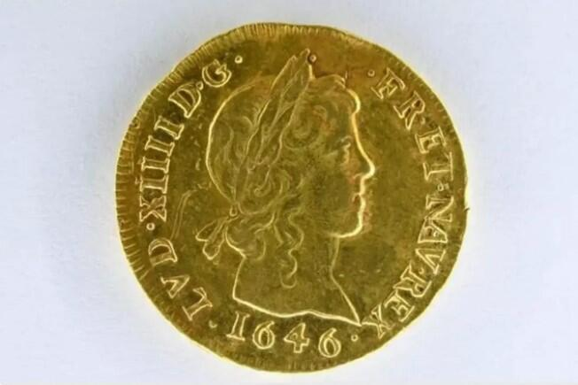 This rare gold coin, which Louis XIV had as a child, was valued at 15 15,000 but sold at auction for 000 46,000.