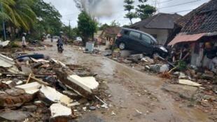 印尼突发火山海啸伤亡惨重,重灾区卡里塔度假村震后一片狼藉    2018年12月23日