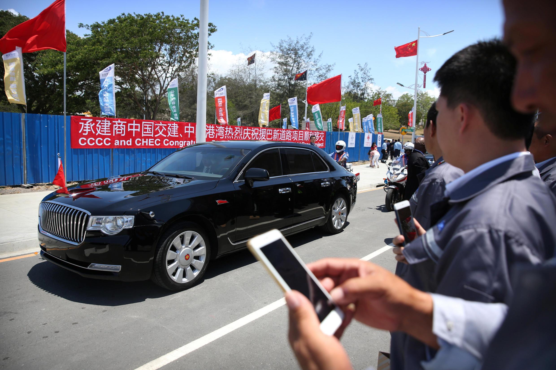 Chiếc limousine chở Tập Cận Bình chạy qua đại lộ Độc Lập do Trung Quốc tài trợ tại Port Moresby, Papua New Guinea ngày 16/11/2018.