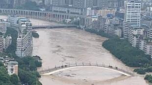 洪水经过现场资料图片
