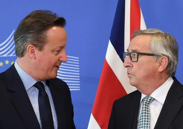 Waziri Mkuu wa Uingereza David Cameron na Rais wa Tume ya Ulaya Jean-Claude Juncker mjini Brussels, Februari 16, 2016.