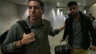 Glenn Greenwald y David Miranda, en el aeropuerto de Río de Janeiro, este 19 de agosto.