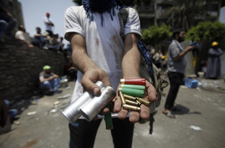 Les forces de sécurité ont ouvert le feu à balles réelles sur les manifestants pro-Morsi.