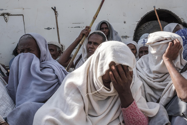 People awaiting food distribution in the Tigrayan city of Alamata on December 11