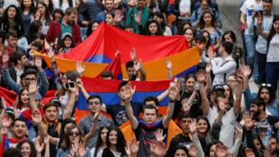 Les manifestants arméniens à Erevan, ce dimanche 29 avril 2018.