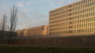"""ساختمان مرکزی آژانس اطلاعات فدرال، مشهور به """"BND""""، سرویس اطلاعات برونمرزی کشور آلمان است و در شهر برلین قرار دارد."""