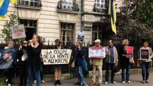 Акция в поддержку Олега Сенцова, Александра Кольченко и других украинских политзаключенных в Париже, 13 июня 2018 года