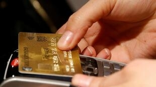 Certaines banques en ligne refusent d'ouvrir des comptes aux «Américians accidentels» par peur des représailles du fisc américain.