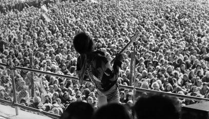 Jimi Hendrix, en concert en Allemagne, sur l'île de Fehmarn, lors du festival Love and Peace, 1970.