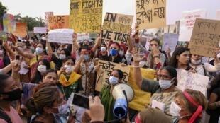 Des activistes féministes manifestent contre les violences faites aux femmes, le 9 octobre 2020 à Dacca.