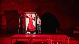 « La Fiesta », une chorégraphie flamenco présentée par Israel Galván dans la Cour d'honneur du Palais des papes au Festival d'Avignon 2017.