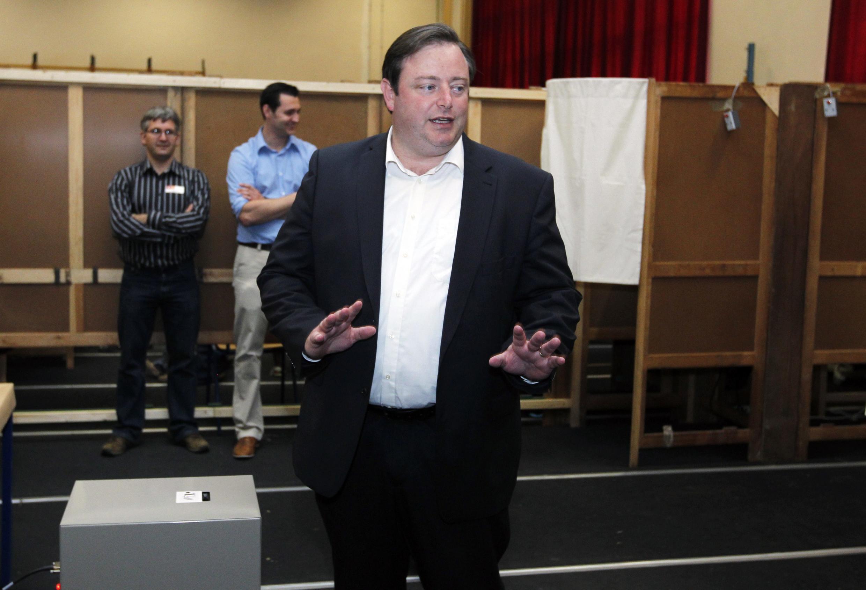 Ông Bart de Wever, chủ tịch đảng cánh hữu NVA tại phòng bỏ phiếu ở Antwerp, ngày 13/06/2010