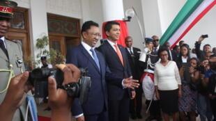 A Madagascar, le pouvoir a officiellement été remis entre les mains du nouveau président Andry Rajoelina par son prédécesseur Hery Rajaonarimampianina, le 18 janvier 2019.