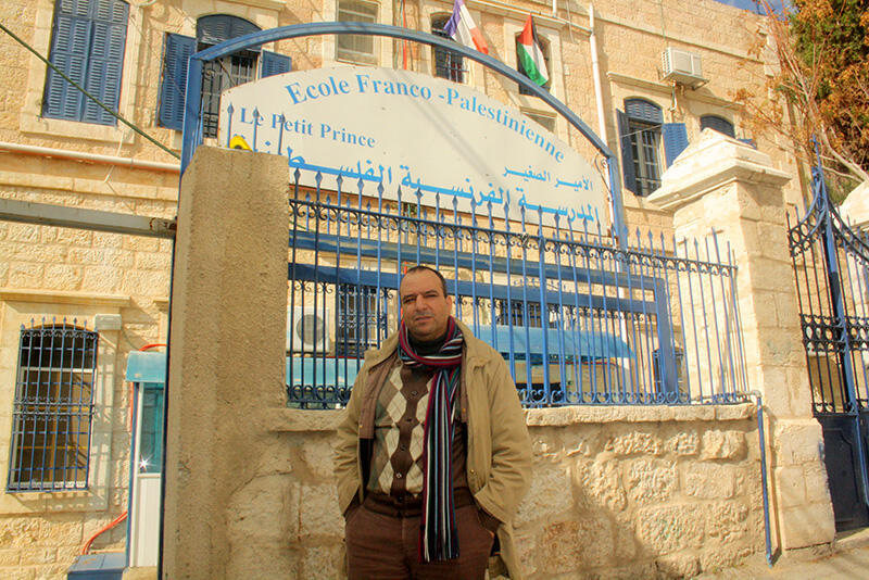 Devant l'établissement, Jacques Neno, le fondateur de l'école franco-palestinienne Le Petit Prince ouverte en 2007.