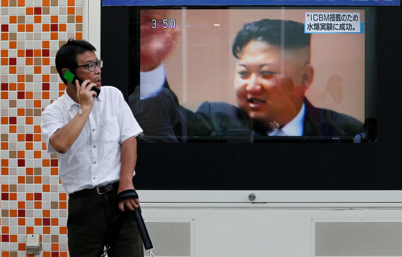 Kim Jong-un apparaît sur un écran de TV au Japon. La Corée du Nord a bien procédé ce dimanche 3 septembre au matin à son sixième essai nucléaire.