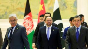 巴基斯坦、阿富汗和中國外長(從左到右)在首次中巴阿北京峰會上 2017年12月
