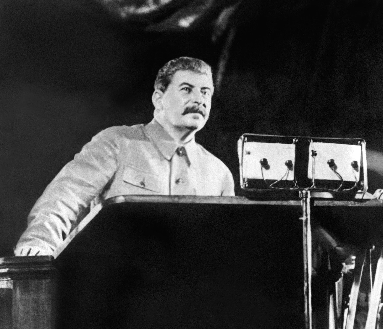 Yossif Vissarionovitch Djougachvili, connu sous le nom de Joseph Staline, dirige l'URSS à partir de la fin des années 1920 jusqu'à sa mort le 5 mars 1953, à Moscou. (Photo de 1937).
