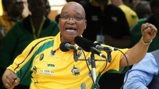 Le président sud-africain Jacob Zuma chante pendant la célébration du centenaire de l'ANC.
