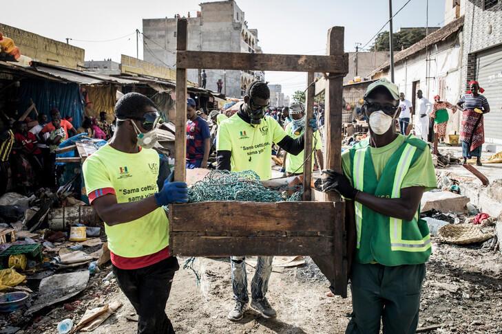 """یکی از بزرگترین سازمانهای بینالمللی امدادرسانی """"آکسفام""""، برای ریشهکن کردن فقر، گرسنگی و بیعدالتی، خواستار کمکهای گسترده فوری به فقیرترین کشورهای جهان در مبارزه با ویروس کرونا شد"""