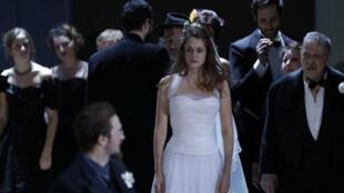 La pièce Ivanov d'Anton Tchekhov, mise en scène par Luc Bondy, au théâtre de l'Odéon.