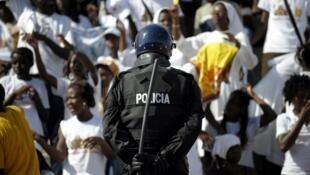 Policia angolana