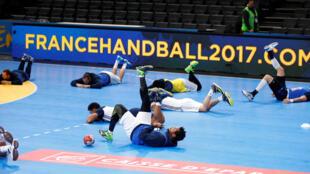 Selecção francesa treina na Arena de Bercy para o jogo de estreia contra o Brasil.