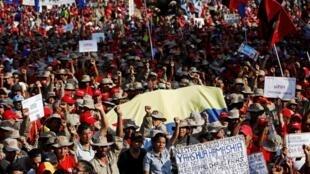 درگیری های روز چهارشنبه در کاراکاس به کشته شدن یک زن منجر شده است.
