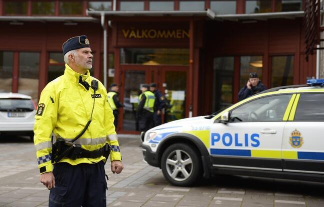瑞典警察在街上執勤