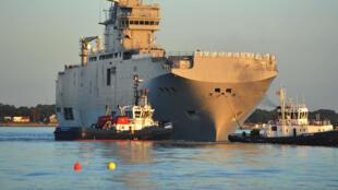 Le BPC «Vladivostok» a fait des essais en mer en mars 2014.