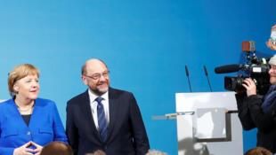 La chancelière allemande Angela Merkel (au centre), Horst Seehofer (CSU) et Martin Schulz (SPD), le 12 janvier à Berlin.