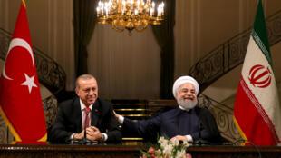 Shugaba Recep Tayyib Erdogan na Turkiyya da takwaransa na Iran Hassan Rouhani yayin tattaunawarsu kan yadda za su bullowa batun ballewar yankin kurdawan Iraqi.