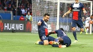 Les Parisiens Ezequiel Lavezzi et Blaise Matuidi se roulent de joie.