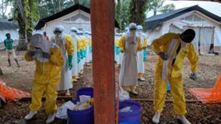 Médicos Sin Fronteras (MSF) intenta contener la progresión de la epidemia de Ébola en RDC.