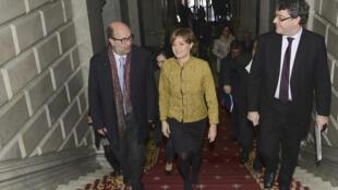 Ministros de Portugal e Espanha, antes da reunião sobre a construção dum aterro nuclear perto da fronteira entre os dois países