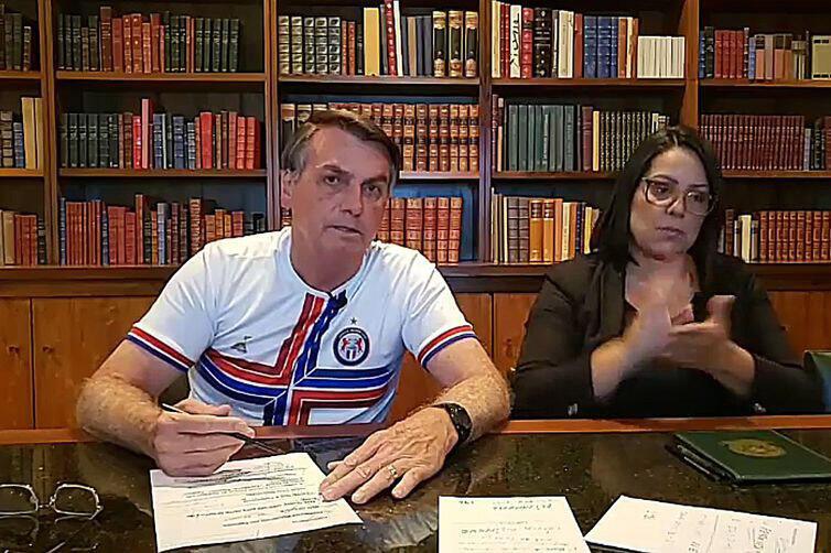 O presidente Jair Bolsonaro afirmou , durante sua live semanal no Facebook, que não está estimulando protestos contra o Congresso Nacional e o Judiciário. 28/02/2020