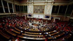 A Assembleia Francesa aprovou por unanimidade um projeto de lei para reforçar a legislação sobre a violência sexual contra menores.