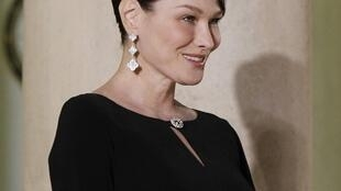 Carla Bruni, primeira-dama da França, em foto do dia 26 de janeiro de 2012, no Palácio do Eliseu.