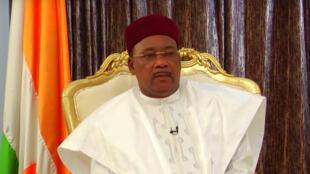 Mahamadou Issoufou, le président du Niger, lors d'une interview à RFI et France 24.