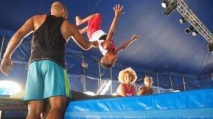 Cristiano Silva, premier élève du cirque social « crescer e viver » , il est désormais professionnel