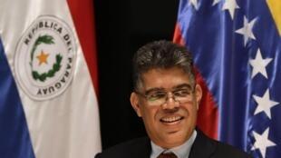 Elias Jaua, ministro das Relações Exteriores da Venezuela, em visita oficial ao Paraguai. Relações entre os dois países são foco de tensão no Mercosul