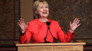 Hillary Clinton akiwalaumu wadukuzi wa Urusi na mkurugenzi wa Ujasusi nchini Marekani, James Comey waliosababishwa anashindwa katika uchaguzi wa urais.