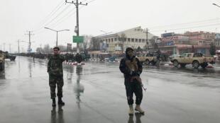 An ninh Afghanistan triển khai xung quanh trường võ bị Marshal Fahim, Kaboul, sau vụ tấn công, ngày 29/01/2018.