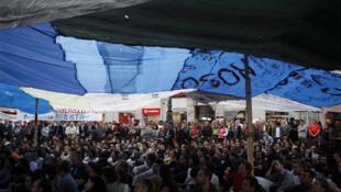 Madrid: asamblea de los 'indignados' en la Puerta del Sol, el 7 de junio de 2011.