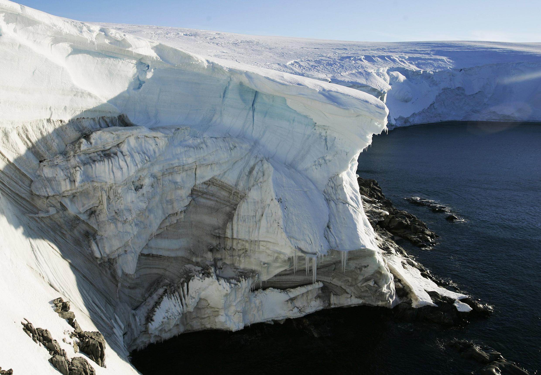 Derretimento de uma calota polar na Antártida em 2010